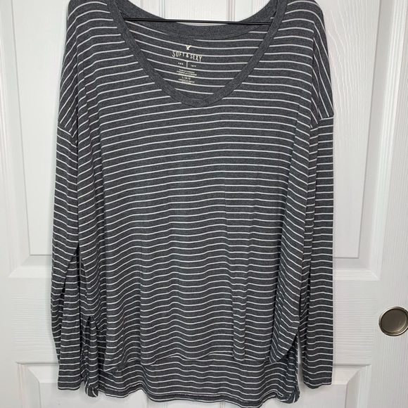 American Eagle Outfitters Tops - American Eagle Soft Tee